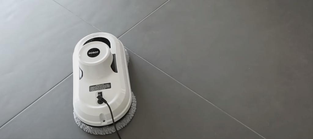 Hobot v2 nettoyant le sol