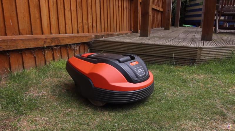 Flymo1200R dans un jardin