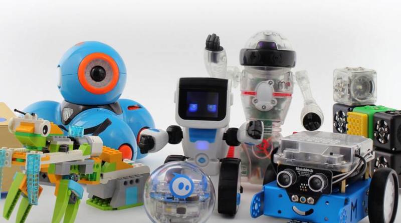 Plusieurs robots jouets